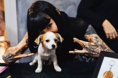 hannah snowdon and a dog Hannah Pixie Snowdon, Drop Dead Clothing, Cool Ear Piercings, Tasteful Tattoos, Oli Sykes, Your Spirit Animal, Artists And Models, Alternative Girls, Animal Tattoos