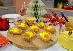 Härliga mandelmusslor som serveras tillsammans med saffranschantilly och hjortronssylt!