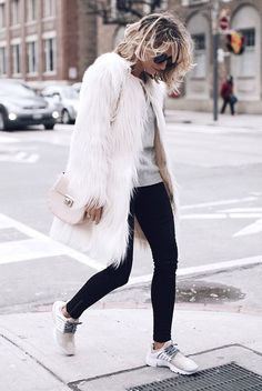 35 Outfits That Prove You Can Look Chic On Sneakers Cute Winter Outfits, Casual Winter Outfits, Chic Outfits, Fashion Outfits, Style Fashion, White Fur Jacket, White Fur Coat, Fur Coat Outfit, Black Leggings Outfit