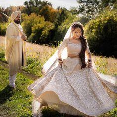 Stunning Anita Dongre Lehengas Spotted On Real Brides Pink Bridal Lehenga, Blue Lehenga, Bridal Makeup Images, Indian Bridal Makeup, Indian Wedding Couple, Sikh Wedding, Marathi Bride, Emerald Green Dresses, Muslim Brides