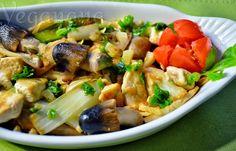 Tofu ao alho e óleo com iscas de cebola e cogumelos frescos, deliciosamente temperado com muita cebolinha verde. Ficou bom demais. Servi es...