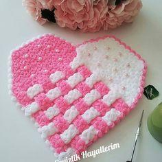 Yeni günün yeni umutlarla kapınızı çalması dileğiyle💝☺☺ . . . . . . . #elbise #elemegi #örgücü #kokulutascerceve #kececim #patikyapımı #ignesia #igneoyası #lifmodeli #kapısüsü #perdemodelleri #bball #bebekkiyafetleri #çeyizevi#çiceksepeti Valentine Crafts, Valentines, Crochet Stitches, Crochet Patterns, Craft Gifts, Elsa, Miniatures, Crocheting, Amigurumi