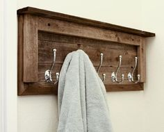 Porte-manteau en bois de palette