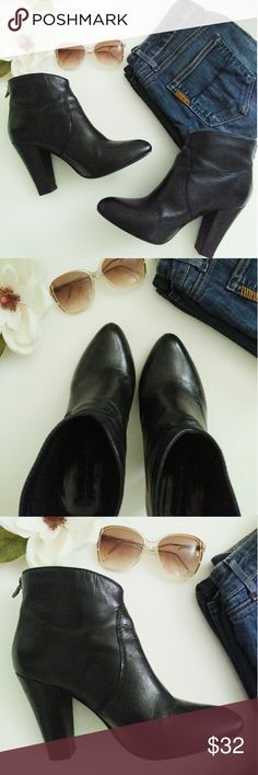 """Steve Madden Ankle Booties Super cute rounded toe leather booties... pair with your favorite boyfriend jeans or midi skirt. Excellent pre- loved condition. No defects! 4"""" heel. Back zip. Steve Madden Shoes Ankle Boots & Booties"""