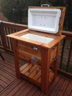 Plans of Woodworking Diy Projects - Upcycled Pallet Wood Igloo Cooler Stand- 12 DIY Wooden Pallet Cooler Design Diy Wood Pallet, Wooden Pallet Projects, Woodworking Projects Diy, Wooden Diy, Woodworking Plans, Diy Projects, Pallet Patio, Outdoor Pallet, Popular Woodworking
