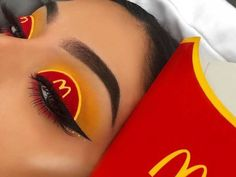 Eyemakeupart provides new eye makeup tutorial. How to make up your eye and how to do special design your eye. Makeup Eye Looks, Eye Makeup Art, Colorful Eye Makeup, Crazy Makeup, Cute Makeup, Perfect Makeup, Makeup Inspo, Eyeshadow Makeup, Makeup Ideas
