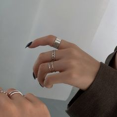 Hand Jewelry, Simple Jewelry, Cute Jewelry, Jewelry Rings, Silver Jewelry, Jewelry Accessories, Simple Silver Rings, Chunky Silver Rings, Maquillage On Fleek