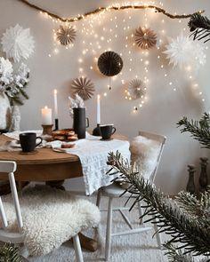 """762 mentions J'aime, 26 commentaires - 𝓜𝓲𝓴𝓪 *𝓛𝓪𝓿𝓲𝓮𝓷* (@mika_lavien_home) sur Instagram: """"Dziękuję z całego serca za wszystkie życzenia świąteczne ❤️ Nie zdołałam odpisać każdemu, bo…"""" Table Decorations, Furniture, Home Decor, Instagram, Noel, Decoration Home, Room Decor, Home Furnishings, Home Interior Design"""