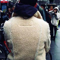 #streetstyle from @londonfashionweek . ph. @jancernywear . . . . . . . #londonfashionweek #lfw #fashion #london #vibes #inspiration #photographer #kids #fashioneditor #fashionlover #canon #monochrome #fashionista #parisian #london #editorial #creativedirector #artdirector #fashionstylist #mood #essentials #dnesneessentials #stylist #fashionaddict #mensfashion #blackandwhite #fashionblogger #photographer #magazine #fashionmagazine  via THE BOOK MAGAZINE OFFICIAL INSTAGRAM - Celebrity  Fashion…