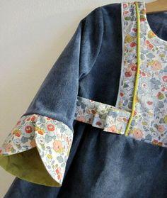 robe 2 Chudi Neck Designs, Salwar Neck Designs, Neck Designs For Suits, Sleeves Designs For Dresses, Kurta Designs Women, Dress Neck Designs, Sleeve Designs, Hand Designs, Designer Kurtis