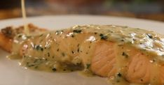 An express salmon in creamy butter sauce . it& completely crazy!- An express salmon in creamy butter sauce …… - Best Fish Recipes, Asian Fish Recipes, Ethnic Recipes, Sauce Crémeuse, Butter Sauce, Shellfish Recipes, Healthy Dishes, Food To Make, Salmon