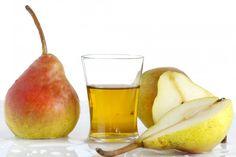 ¿Quieres preparar alguna bebida sabrosa a base de frutas para tener en casa? Te propongo dos maneras de hacer licor de pera con pocos ingredientes que seguramente te serán muy fáciles de seguir: brandy de pera y vodka de pera. Esta fruta es típica de la época invernal, así que