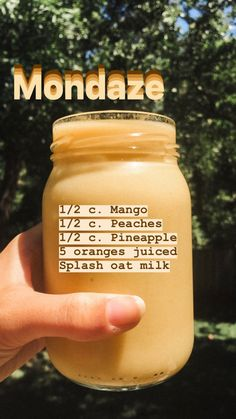 Who is up for a delicious mango smoothie? TROPICAL Smoothie 🧡💛 without adding any sugar. Fruit Smoothie Recipes, Easy Smoothies, Smoothie Drinks, Vegan Smoothies, Healthy Drinks, Healthy Snacks, Healthy Eating, Healthy Things To Eat, Healthy Lunch Smoothie