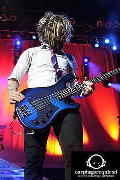 Eric Bass of Shinedown