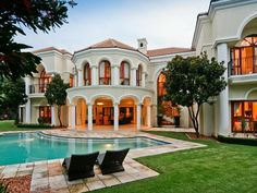Located in Sandton, an affluent area in the metro of Johannesburg, Gauteng, South Africa, this magnificent estate has Mediterranean-style architecture details. Exterior Design, Interior And Exterior, Future House, My House, Castle House, Open House, Mansions Homes, Luxury Mansions, Big Houses