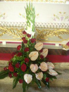 Christmas Wreaths, Christmas Tree, My Flower, Flowers, Arte Floral, Altar, Funeral, Flower Arrangements, Floral Design