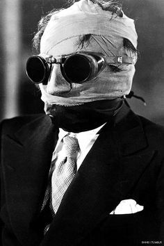 Claude Rains (The Invisible Man) 1933 Director: James Whale Scary Movies, Old Movies, Vintage Movies, Cinema Video, Films Cinema, Sci Fi Horror, Horror Films, Classic Horror Movies, Classic Movies