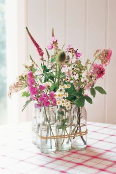 Awesome DIY Floral Arrangements for Spring. Floral arrangements diy 37 DIY Floral Arrangements for Adding Some Flower Power to Your Home Easter Flower Arrangements, Easter Flowers, Beautiful Flower Arrangements, Flower Centerpieces, Flower Vases, Spring Flowers, Floral Arrangements, Diy Flowers, Wedding Centerpieces