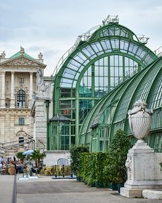Palmenhaus in Burggarten - Vienna, Austria Europe Centrale, Famous Buildings, Modern Buildings, Great Buildings And Structures, Austria Travel, Central Europe, Source Of Inspiration, Outdoor Travel, Monuments