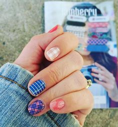 Is your #saturdayafternoon full of gorgeous warm weather where you are?  This #manicure is the just exactly what #spring ordered in my opinion :)