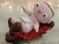 Que tal surpreender na decoração de Natal deste ano? Ainda faltam 3 meses para a data, mas para quem é artesão, é uma ótima época para come... Crochet Animals, Crochet Toys, Free Crochet, Christmas Nativity, Amigurumi Patterns, Crochet Projects, Free Pattern, Hello Kitty, Diy And Crafts