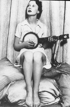 Vivien Leigh at age 19 with her banjolele. I'm getting more and more excited about my new instrument
