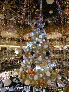 2015年冬 ギャラリー ラファイエットのクリスマスツリー - ギャラリー ラファイエット百貨店 (パリ オスマン本店)のクチコミ