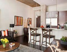 """Quando alugamos ou compramos um imóvel vazio, ou seja, sem nenhuma mobília, fica difícil saber por onde começar a decoração, não fica? Então hoje como inspiração eu trouxe este apartamento onde podemos ver imagens do """"antes e depois"""" para vocês verem quanta ideia legal desde a disposição dos móveis até acombinação das cores dos objetos! Imagens: Dona Rosene Interiors Vocês viramcomo até a coluna enorme na sala que poderia ser..."""