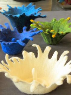 Pam de Groot - felted bowls - I love them all Wet Felting Projects, Felting Tutorials, Needle Felted, Nuno Felting, Creative Textiles, Handmade Felt, Felt Art, Felt Ornaments, Felt Flowers