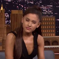 This is the most iconic pic of Ariana Grande Butera I have ever seen in my life. Meme Pictures, Reaction Pictures, Meme Faces, Funny Faces, Stupid Memes, Dankest Memes, Ariana Grande Meme, Grandes Photos, Current Mood Meme
