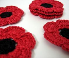 Crochet poppies - with Remembrance Sunday coming up, think its about time to make a few of these! Crochet Poppy Free Pattern, Poppy Pattern, Crochet Flower Patterns, Flower Applique, Crochet Flowers, Crochet Lace, Crochet Crafts, Yarn Crafts, Crochet Projects