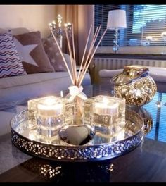 ... Coffee Table Styling, Decorating Coffee Tables, Tray Decor, Decoration Table, Living Room Inspiration, Home Decor Inspiration, Diy Candles Design, Living Room Designs, Living Room Decor