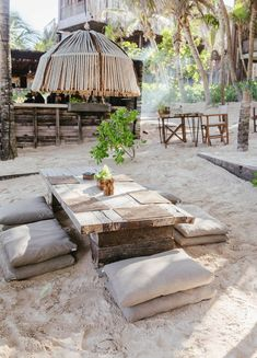 Foodie Travel 280912095494213628 - The ultimate travel guide to Tulum, Mexico. Where to stay, eat, drink, explore. Perfect for the design love and foodie. Outdoor Spaces, Outdoor Living, Outdoor Decor, Piscina Hotel, Beach Cafe, Beach Shack, Backyard, Patio, Bungalows