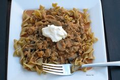 Skinny Slow Cooker Turkey Stroganoff is a delectable dish made with balsamic vinegar and mushrooms. Yummy! #healthyfamilymeals #mealplanning #skinnyslowcooker