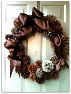 Pine cones and satin ribbon wreath. Noel Christmas, All Things Christmas, Winter Christmas, Christmas Wreaths, Christmas Decorations, Pine Cone Crafts, Wreath Crafts, Diy Wreath, Tulle Wreath