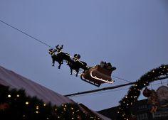 Hamburg Rathausmarkt - Flying Santa Claus