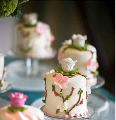 Small Bites of Decadence: Looking to avoid having #guests leave huge slices of #cake on their plates? We've found the perfect solution! Click the image to see our top 3 picks. For more inspiration visit PrestonBailey.com #WeddingFood #Dessert