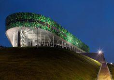 Fachada que lembra folhagens marca arena na Espanha - Arcoweb