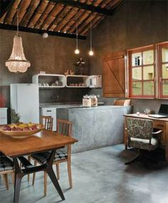House Tour: A Barn-Style Home in South Africa Cocina Shabby Chic, Shabby Chic Kitchen, Kitchen Interior, Interior Design Living Room, Kitchen Dining, Kitchen Decor, Sweet Home, Home And Living, Home Kitchens