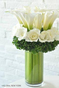 Ikebana of Floral Arrangement Arte Floral, Deco Floral, Arrangements Ikebana, Modern Flower Arrangements, Floral Centerpieces, Wedding Centerpieces, White Centerpiece, Wedding Tables, White Flowers