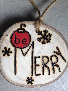 Rustic hand painted BE MERRY wood burned Christmas ornament - natural wood Wood Slice Crafts, Wood Burning Crafts, Wood Burning Patterns, Wood Burning Art, Wood Crafts, Wooden Christmas Ornaments, Christmas Wood, Homemade Christmas, Christmas Decorations