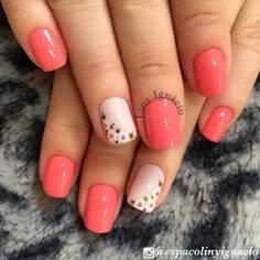 Nail art Christmas - the festive spirit on the nails. Over 70 creative ideas and tutorials - My Nails Coral Nails, Short Nails Art, Cute Acrylic Nails, Flower Nails, Spring Nails, Toe Nails, Nails Inspiration, Beauty Nails, Essie