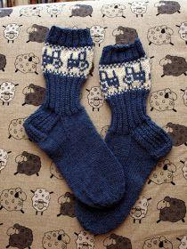 KARDEMUMMAN TALO: Tontun jäljillä (Traktorisukat) Knitting Socks, Hand Knitting, Knitting Patterns, Knit Socks, Woolen Socks, Stocking Tights, Mittens, Charity, Slippers