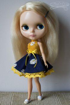 OOAK Blythe Kenner crochet dress by Misstakes licca doll yellow flowers door misstakes op Etsy https://www.etsy.com/nl/listing/244077827/ooak-blythe-kenner-crochet-dress-by