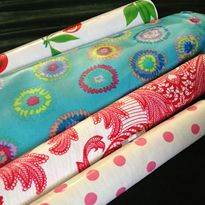 These are great tips for sewing with oilcloth; tips for buying, sewing, and finishing!