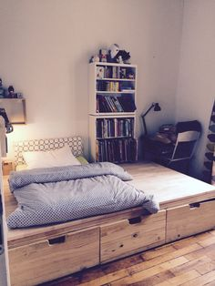 3 tr s grands tiroirs chambre damien pinterest for Lit estrade but