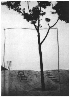 """«""""Terrain Vague"""" (1929): Man Ray, seudónimo de Emmanuel Radnitzky, recordado artista modernista estadounidense que pasó la mayor parte de su carrera en París»."""