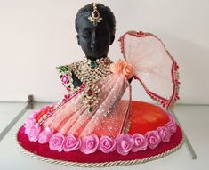 Displays for your exclusive wedding Jewelry Indian Wedding Gifts, Desi Wedding Decor, Indian Wedding Decorations, Wedding Crafts, Wedding Gift Baskets, Wedding Gift Wrapping, Wedding Gift Boxes, Creative Wedding Favors, Wedding Favors Cheap