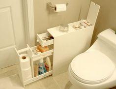 Utilizzare un mobile per tenere in ordine gli oggetti utili in bagno.