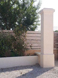 Mur en « L » , aspect décoratif, motif « roses », ton ivoire.